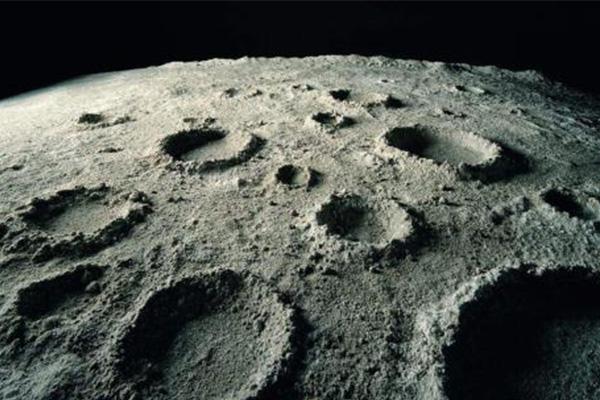 月球表面图片