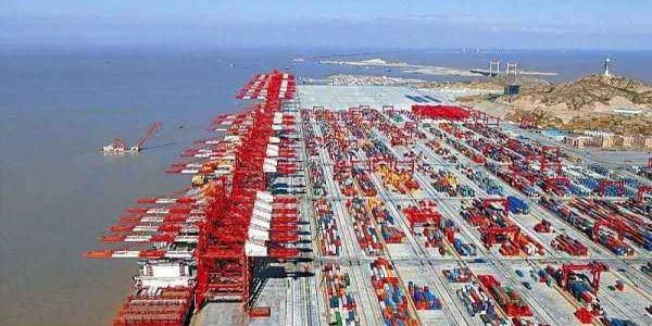 上海港集装箱运输量上涨